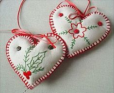 DIY Felt and embroidery Christmas ornament. Holly. Repinned by www.mygrowingtraditions.com