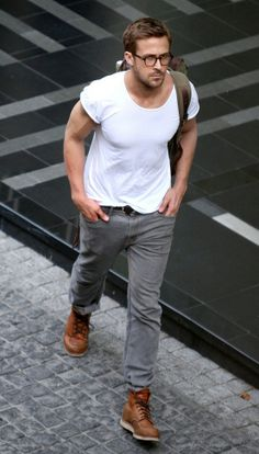 Ryan Gosling wearing White Crew-neck T-shirt, Grey Jeans, Tan Leather Work Boots, Olive Backpack Estilo Ryan Gosling, Ryan Gosling Style, Ryan Gosling Fashion, Ryan Gosling Glasses, Mode Masculine, Fashion Moda, Mens Fashion, Style Fashion, Fashion Ideas