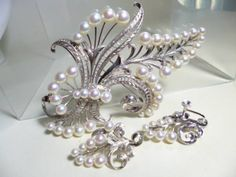 商品・お支払・発送の詳細商品について 東京銀座御木本真珠店のオリジナルのアンティークです。 [WGK14][貝にM][K.MIKIMOTO]の刻印が有ります。K.MIKIMOTOは幸吉御木本のオリジナル製品です。共ケース付きです。 イヤリングには[K14][WG][M]の刻印が有ります。 サイズ帯留め11,67cmx7,12cm真珠4,7mm~7,8mm重量59,6g イヤリング3,03cmx2,67cm&nb