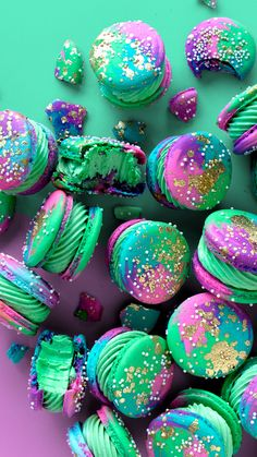 Recipe with video instructions: Melon and grape flavored macarons? Ingredients: For the macaron shells:, almond flour, powdered sugar, liquefied egg whites (see. Melon and grape flavored macarons? Tastemade Dessert, Cute Food, Yummy Food, Healthy Food, Melon Recipes, Macaroon Cookies, Shortbread Cookies, Bon Dessert, Macaroon Recipes