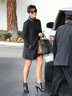Kris jenner photos: kris jenner is all smiles in la. Kourtney Kardashian, Kardashian Style, Kardashian Jenner, Estilo Kris Jenner, Kris Jenner Style, Kendall Jenner, Bruce Jenner, Nigerian Outfits, Parka