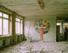 Nadav Kander - Chernobyl, Half Life -  Mural Pripyat