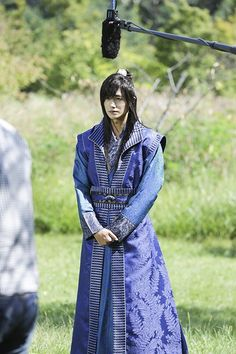 KBS2's new historical youth drama 'Hwarang: The Beginning' has released some eye candy behind cuts of ZE:A's Hyungsik!The behind photos show Hyungsik …