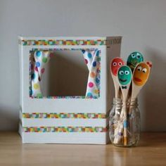 Make your own puppet theater and adorable, expressive wooden spoon puppets with this sweet tutorial. Also makes a great kids gift to make and give! Kids Crafts, Projects For Kids, Diy For Kids, Craft Projects, Arts And Crafts, Cardboard Crafts Kids, Easy Crafts, Sparkle Crafts, Puppet Crafts