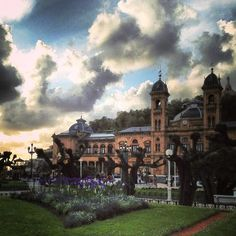 Alderdi Eder Spain, Mansions, House Styles, City, Lugares, Mansion Houses, Villas, Luxury Houses, Spanish