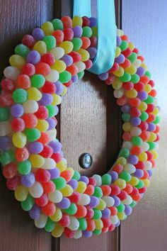 Super cute, but I'm pretty sure the squirrels would scale my door to eat the gum drops. Hmmm.. I may have to make it just to see them try!
