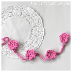 """Crochet Flowers Easy Tutorial: From The Crafty Mummy -- How to make a """"garland"""" of crocheted flowers! - Make a string of pretty flowers with this easy crochet flower garland tutorial Diy Crochet Flowers, Crochet Puff Flower, Crochet Bunting, Crochet Garland, Crochet Flower Tutorial, Crochet Flower Patterns, Crochet Motif, Beaded Flowers, Easy Crochet"""