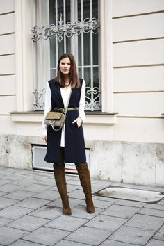 WWW.FASHIIONCARPET.COM chloé faye green, chloé faye small, over the knee boots. overknee boots, long vest, gilet, street style, layering, chloé, autumn, streetstyle, leather pants