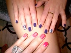love the nautical nails! Khloe and Kylie sister time.