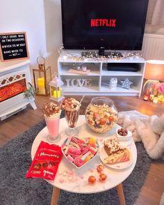 Sleepover Snacks, Movie Night Snacks, Fun Sleepover Ideas, Girl Sleepover, Sleepover Party, Cute Date Ideas, Tasty, Yummy Food, Aesthetic Food
