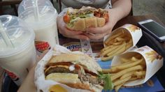 Olha essas dicas pra aproveitar tudo e muito mais nos fastfoods!!!  :)