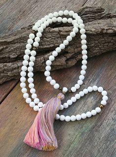 Collar de concha hermosa piedras preciosas mala por look4treasures
