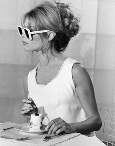 honey-kennedy-brigitte-bardot-eating-yogurt
