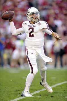 College- This is Johnny Manziel he played at A&M and was the coldest player of his class. Texas A M Football, College Football Helmets, Cardinals Football, Sports Uniforms, Football Uniforms, Team Uniforms, Collage Football, Jr Sports, Johnny Manziel