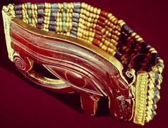 Flexible bracelet of TutankhamunFound on the right arm of Tutankhamun's mummy (gold and carnelian with faience and glass beads). New Kingdom, Dynasty, reign of Tutankhamun, ca. Collier Antique, Egypt Jewelry, Ancient Egyptian Jewelry, Egyptian Scarab, Egypt Museum, Art Ancien, Long Pearl Necklaces, Gold Necklace, Egypt