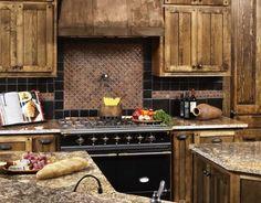 Traditional Island Style Cream kitchen, oak cabinets