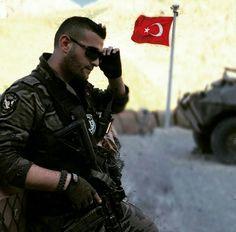 Turkey special Operation Police-PÖH- İnsanları yücelten iki büyük meziyeti vardır: Erkeğin cesur, kadının iffetli olması. Bu iki meziyetin yanında bir meziyet daha vardır: Vatana her şeyini feda edecek kadar bağlı olmak. Bunlar büyük kahramanlığı, elem ve kedere karşı koymayı doğurur. İşte Türkler bu çeşit kahramanlardandır./ Napolyon Bonapart
