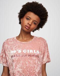 Pull&Bear - mujer - trends - metallic garden - camiseta terciopelo texto - rosa suci - 05236357-V2017