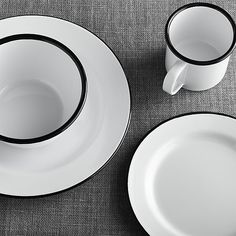 Going back to basics with functional-chic style, traditional enamelware plate with black stripe rim is the perfect accompaniment to picnics, barbecues and potluck suppers.
