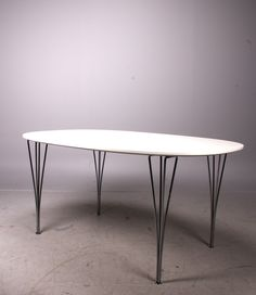 Piet Hein / Bruno Mathsson, Superelips table 1968