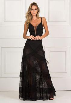 b9e5ba82a Vestido preto longo de alcinha. Saia de renda com babados. A peça une  sensualidade