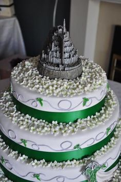 LOTR wedding cake with Minas Tirith topper :D