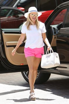 Reese Witherspoon T-Shirt - Reese Witherspoon kept it comfy in a plain white tee while running errands.