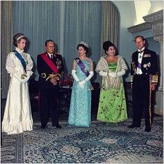 Queen Elizabeth II with Josip Broz Tito during a visit to Yugoslavia, 1972; during her visit, Tito received the Order of the Bath. Tito je jedini predsednik sa kojim se Elizabeta rukovala,... ?!!