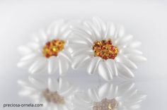 Chilli bead flowers Jewelry Design Earrings, Diy Jewelry, Beaded Jewelry, Jewelery, Beading Projects, Beading Tutorials, Beading Patterns, Beaded Brooch, Beaded Earrings