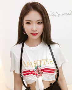 K-Pop Babe Pics – Photos of every single female singer in Korean Pop Music (K-Pop) Single Women, Pop Music, Matilda, Kpop Girls, Girl Group, Singer, Female, Babe, Idol
