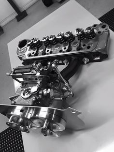 A series engine head and carb