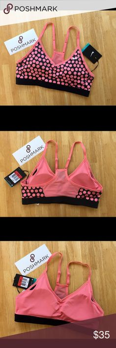 LISTING ✔️NIKE Sports Bra NWTS. Removable pads, adjustable straps. ❗️PRICE IS FIRM❗️ Nike Intimates & Sleepwear Bras