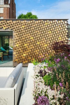 House in Mayfair, London by British architecture firm Squire and Partners with a pattern of metallic bronze leaves covering the facade. British Architecture, Facade Architecture, Amazing Architecture, Metal Facade, Garden Design, House Design, Terrace Design, Design Exterior, Coastal Farmhouse