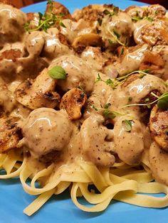 Tagliatelle med champinjonsås och köttbullar Food For The Gods, Great Recipes, Healthy Recipes, Healthy Foods, Spaghetti, Beef Dishes, Pasta Recipes, Love Food, Food Porn