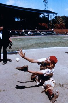 Dottie Hinson (Geena Davis) ~ A League of Their Own (1992) ~ Movie Stills ~ #moviestills #leagueoftheirown #90smovies