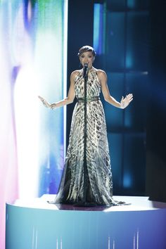 We just cant get enough of Amanda Brown on The Voice in our Goldie Dress!! <3 @Von Vonni