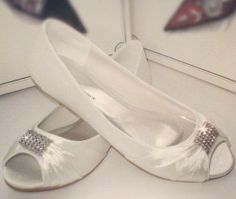 Flat Ivory White Satin Wedding Shoes   #weddingshoes #bridalshoes #bride