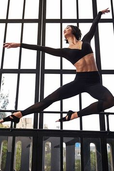 From pose to position without a pause. Nike Studio gear for total yoga control, from the Fall 2015 Style Guide. Buy Nike Shoes, Nike Free Shoes, Running Shoes Nike, Sporty Outfits, Summer Outfits, Work Outfits, Winter Outfits, Gym Tops Women, Gym Wear For Women