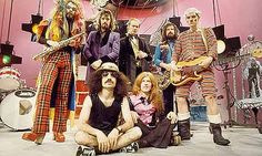 Roy Wood led Wizzard less like a rock band and more like a traveling troupe of oddball freaks and circus performers Glam Rock Bands, Slade Band, Roy Wood, Power Pop, Circus Performers, Great Glam, Music Images, Aretha Franklin