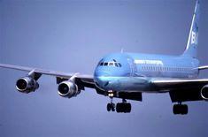 Braniff International DC-8 final approach at DFW 1979