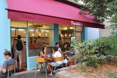 Freddie's Deli // 22 rue Crespin du Gast 75011