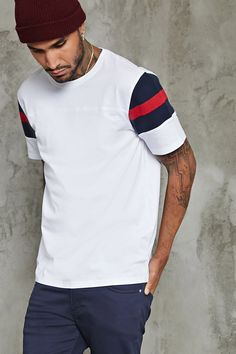 Forever 21 is the authority on fashion & the go-to retailer for the latest trends, styles & the hottest deals. Casual T Shirts, Cool Shirts, Cool Shirt Designs, Casual Wear For Men, Camisa Polo, Men Design, T Shirt And Shorts, Mens Tees, Shirt Mockup