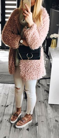#spring #outfits pink fur jackte. Pic by @paulyenn