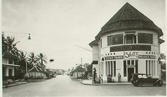 Located on simpang lima, on the left is the road to kosambi. Old Pictures, Old Photos, Bandung City, Dutch East Indies, Dutch Colonial, Old City, Jakarta, Southeast Asia, Old Town