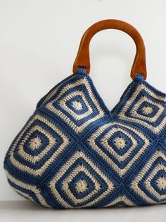 innovart en crochet: Crochet con bolsos y tacones Crochet Handbags, Crochet Purses, Crochet Bags, Crochet Shell Stitch, Bag Pattern Free, Crochet Squares, Afghan Crochet, Tapestry Crochet, Knitted Bags