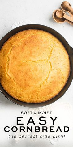 A quick and easy Cornbread recipe which you can make in 30 minutes This cornbread is perfect as a side dish or even served as a sweet snack. Easy Cornbread Recipe, Easy Bread Recipe, Homemade Cornbread, Homemade Breads, Kitchen Recipes, Baking Recipes, Easy Recipes, Vegan Recipes, Cupcakes