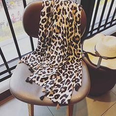 GBSJ Europe Amérique printemps été coton lin foulards femmes sauvages  léopard sauvage glands écharpes minces foulards 1b8e770ff1b