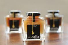 Abella Honey by Bonnie Miguel, via Behance – Honig , Salatdressing und mehr Honey Jar Labels, Spice Jar Labels, Honey Label, Honey Jars, Honey Packaging, Bottle Packaging, Bottle Labels, Food Packaging Design, Brand Packaging