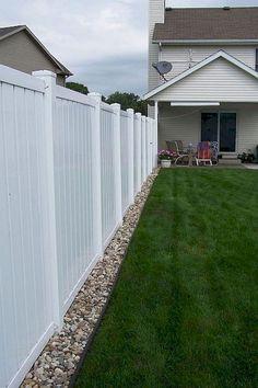 65 DIY Backyard Privacy Fence Design Ideas on A Budget – Hinterhof ideen Backyard Privacy, Small Backyard Landscaping, Backyard Fences, Landscaping Ideas, Fence Garden, Privacy Fence Landscaping, Fenced In Backyard Ideas, Cheap Backyard Ideas, Outdoor Fencing