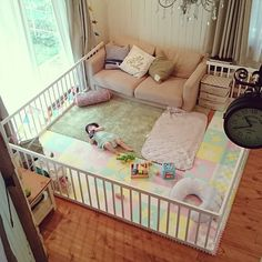 enclose the living room to keep baby inside and safe Baby Bedroom, Baby Boy Rooms, Baby Room Decor, Baby Cribs, Nursery Room, Kids Bedroom, Baby Playpen, Baby Play Areas, Baby Playroom